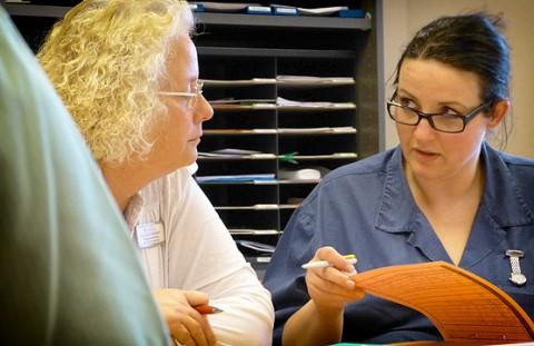 Mitarbeiterbesrpechung in der Pflegeeinrichtung Haus Herbstrose
